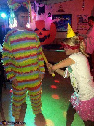 """Vía <a href=""""http://www.costume-works.com/pinata_and_birthday_girl.html"""" target=""""_blank"""">Costume-Works.com</a>"""