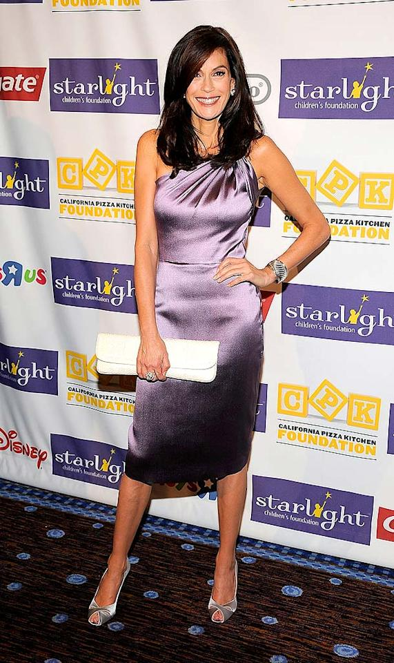 """Teri Hatcher looked far from """"desperate"""" as she popped a pose in a sexy purple dress and metallic peep toes at Starlight Foundation's """"A Stellar Night"""" gala. Frazer Harrison/<a href=""""http://www.gettyimages.com/"""" target=""""new"""">GettyImages.com</a> - March 27, 2009"""