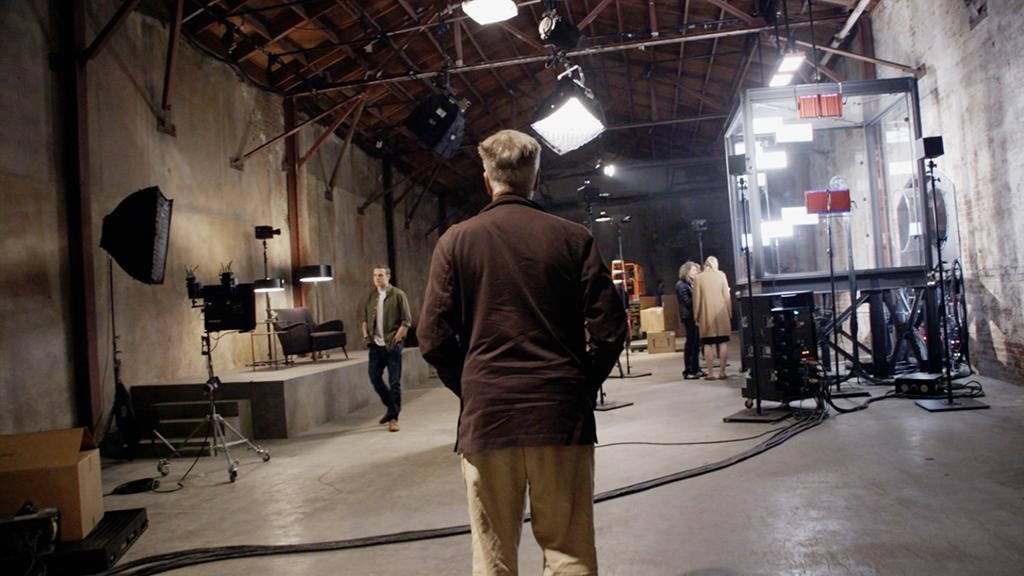 <p>Lynch on set. (Photo: Showtime/Paramount/CBS Home Entertainment) </p>