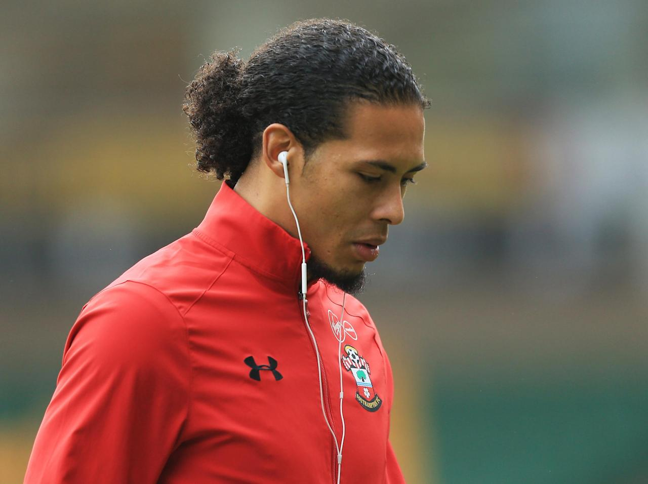 Liverpool transfer target Virgil van Dijk told to respect contract at Southampton