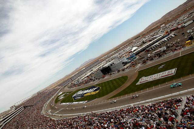 LAS VEGAS, NV - MARCH 11: Matt Kenseth, driver of the #17 Zest Ford, leads the field during the NASCAR Sprint Cup Series Kobalt Tools 400 at Las Vegas Motor Speedway on March 11, 2012 in Las Vegas, Nevada. (Photo by Ronald Martinez/Getty Images for NASCAR)