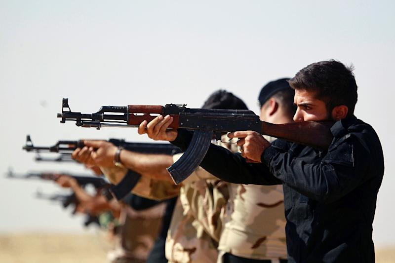 Iraqi Shiite fighters from the Popular Mobilisation units take part in a training session in the holy city of Najaf on October 11, 2015 before being deployed in the Anbar province to fight along with government forces against the Islamic State group (AFP Photo/Haidar Hamdani)