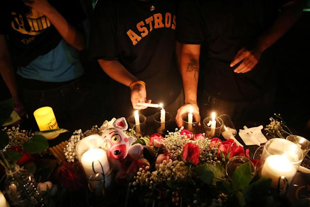 <p>Attendees light candles to pay their respects to the victims of a shooting at Santa Fe High School that left several dead and injured in Santa Fe, Texas, May 18, 2018. (Photo: Pu Ying Huang/Reuters) </p>