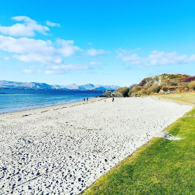 """<p>This sheltered, sandy beach in Scotland offers beautiful views over the Isle of Mull and is perfect for shallow swimming, rock pooling and paddleboarding. Close by is the seaside town of Oban, the perfect location to enjoy fish and chips after a day of watersports at the beach. </p><p><strong>Where to stay: </strong><a href=""""https://go.redirectingat.com?id=127X1599956&url=https%3A%2F%2Fwww.booking.com%2Fhotel%2Fgb%2Fthe-barriemore.en-gb.html%3Faid%3D2070936%26label%3Dprima-scotland-beaches&sref=https%3A%2F%2Fwww.prima.co.uk%2Ftravel%2Fg36694479%2Fbest-beaches-scotland-where-to-stay%2F"""" rel=""""nofollow noopener"""" target=""""_blank"""" data-ylk=""""slk:Barriemore B&B"""" class=""""link rapid-noclick-resp"""">Barriemore B&B</a>, which overlooks Oban Bay, is situated between Ganvan Bay and Oban, allowing you to easily enjoy the benefits of the restaurants and shops in Oban while offering easy access to the beach. </p><p><a class=""""link rapid-noclick-resp"""" href=""""https://go.redirectingat.com?id=127X1599956&url=https%3A%2F%2Fwww.booking.com%2Fhotel%2Fgb%2Fthe-barriemore.en-gb.html%3Faid%3D2070936%26label%3Dprima-scotland-beaches&sref=https%3A%2F%2Fwww.prima.co.uk%2Ftravel%2Fg36694479%2Fbest-beaches-scotland-where-to-stay%2F"""" rel=""""nofollow noopener"""" target=""""_blank"""" data-ylk=""""slk:CHECK AVAILABILITY"""">CHECK AVAILABILITY</a></p><p>Alternatively, experience the beautiful sea around Oban during Country Living's luxury cruise in Scotland.</p><p><a class=""""link rapid-noclick-resp"""" href=""""https://www.countrylivingholidays.com/search?locations%5Bsearch%5D=Oban%2C+UK&locations%5Bgeo%5D=56.394933%2C-5.492615%2C56.427163%2C-5.451602"""" rel=""""nofollow noopener"""" target=""""_blank"""" data-ylk=""""slk:FIND OUT MORE"""">FIND OUT MORE</a></p><p><a href=""""https://www.instagram.com/p/CNmYPZgLmmc/"""" rel=""""nofollow noopener"""" target=""""_blank"""" data-ylk=""""slk:See the original post on Instagram"""" class=""""link rapid-noclick-resp"""">See the original post on Instagram</a></p>"""
