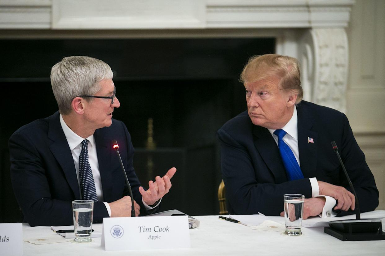 Apple CEO Tim Cook speaks with President Trump during a meeting at the White House on March 6, 2019. (Photo: Al Drago/Bloomberg via Getty Images