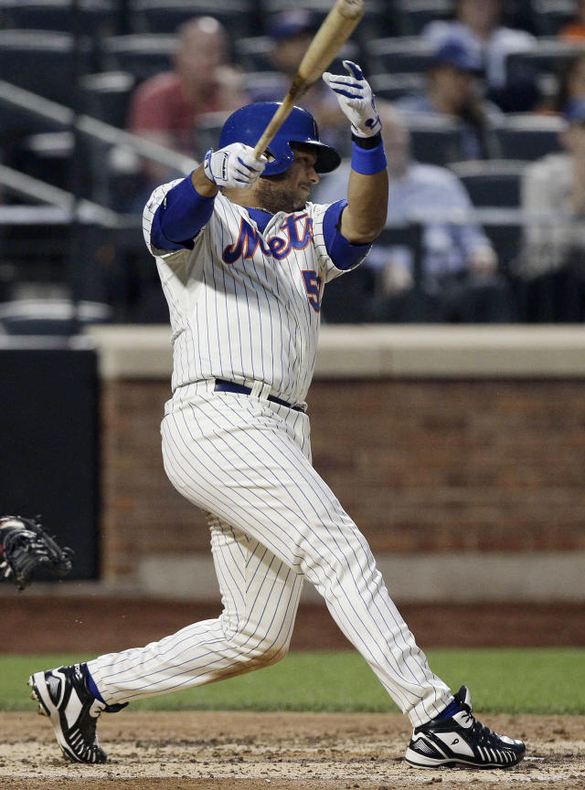 New York Mets' Bobby Abreu hits an RBI single during the third inning a baseball game against the Pittsburgh Pirates on Tuesday, May 27, 2014, in New York. (AP Photo/Frank Franklin II)