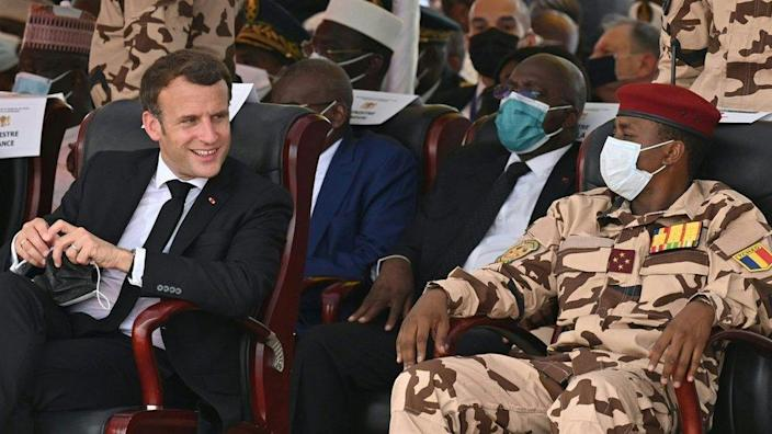 French President Emmanuel Macron (left) and General Mahamato Idris Devi (right), son of the late President Chad Idris Devi, will attend the state funeral of the late President Chad Idris Devi on April 23, 2021 in N'Djamena.