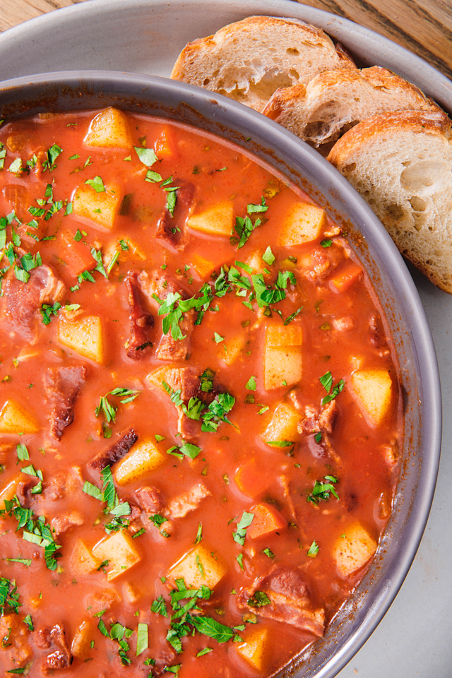 "<p>Much lighter than the original version.</p><p>Get the recipe from <a href=""https://www.delish.com/cooking/recipe-ideas/recipes/a282/easy-manhattan-style-clam-chowder/"" target=""_blank"">Delish</a>. </p>"