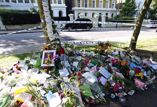 Amy-Winehouse-fans-tributes-floral