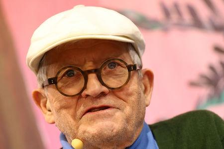 "FILE PHOTO: British artist David Hockney speaks during presentation of his new book ""A Bigger Book"" during the book fair in Frankfurt, Germany October 19, 2016. REUTERS/Kai Pfaffenbach/File Photo"
