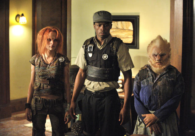 "Stephanie Leonidas as Irisa and Dewshane Williams as Tommy LaSalle in the ""Defiance"" episode, ""The Devil in the Dark."""