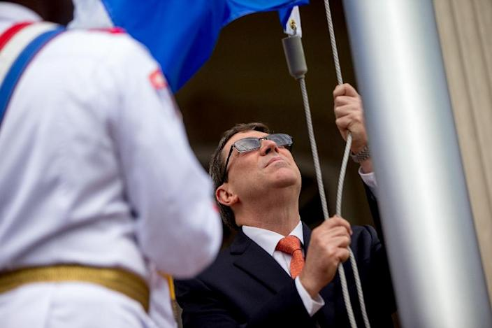 Cuban Foreign Minister Bruno Rodriguez raises the Cuban flag over the country's new embassy in Washington July 20, 2015 (AFP Photo/Andrew Harnik)