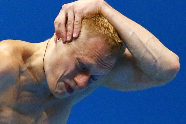 Russia's Ilya Zakharov performs a dive during the men's 3m springboard final at the London 2012 Olympic Games at the Aquatics Centre August 7, 2012.     REUTERS/Michael Dalder (BRITAIN  - Tags: SPORT DIVING OLYMPICS)