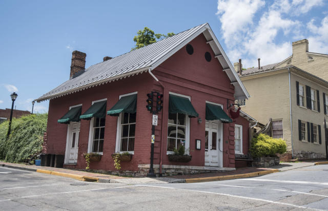 White House press secretary Sarah Sanders was told to leave the Red Hen restaurant in Lexington, Va. (Photo: Daniel Lin/AP)