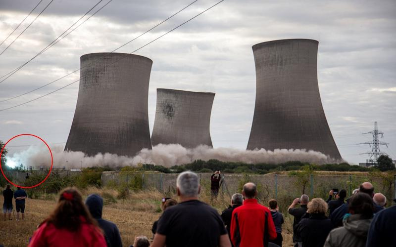 The demolition of the three remaining cooling towers at Didcot power station - SWNS