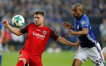 Soccer Football - DFB Cup - Schalke 04 vs Eintracht Frankfurt - Veltins-Arena, Gelsenkirchen, Germany - April 18, 2018 Eintracht Frankfurt's Luka Jovic in action with Schalke's Naldo REUTERS/Wolfgang Rattay