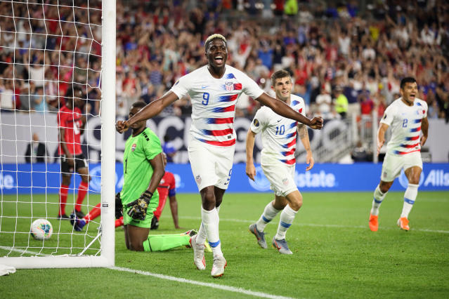 "<a class=""link rapid-noclick-resp"" href=""/soccer/players/373517/"" data-ylk=""slk:Gyasi Zardes"">Gyasi Zardes</a> celebrates his first of two goals in the USMNT's 6-0 rout of Trinidad and Tobago. (Getty)"