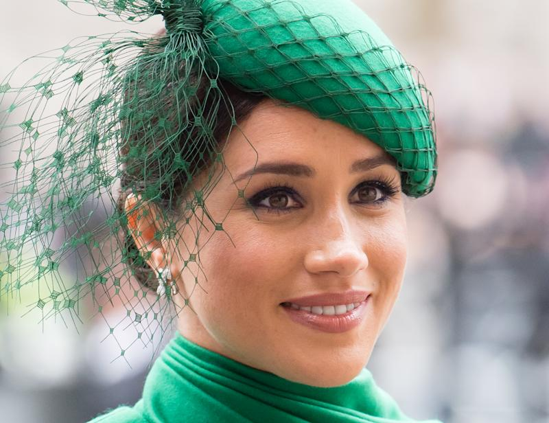 Meghan's green fascinator is by William Chambers. (Photo: Samir Hussein/WireImage)