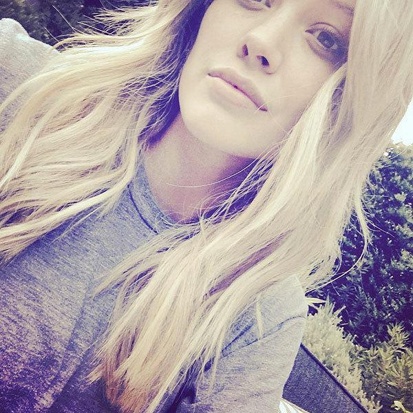 <p>Sharing her first makeup free selfie, Duff admits to her filter appreciation. Also, her bob magically grew six+ inches overnight. <br></p>