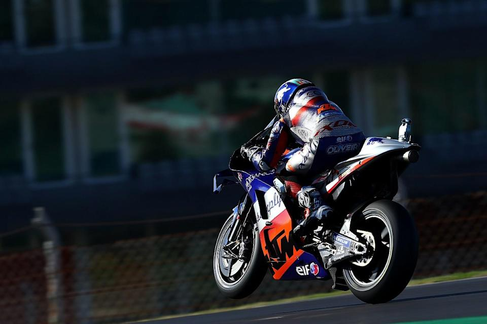 Oliveira takes home pole for Portimao finale