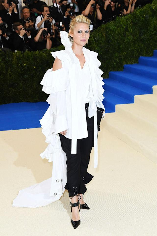 <p>The 38-year-old actress wore a white ruffled blouse with black lace-up pants from designer Monse. (Photo by Karwai Tang/WireImage) </p>