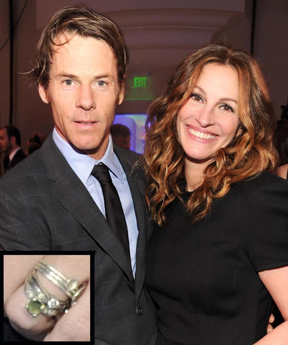 <p>Cinematographer Danny Moder proposed to Julia Roberts with a simple engagement ring. The couple wed in July 2002.</p>