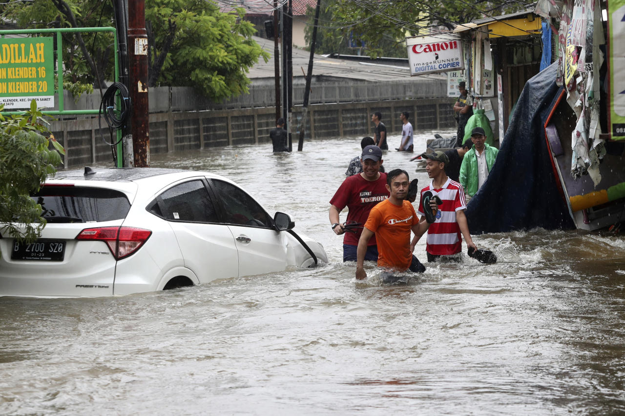 16 dead, thousands caught in flooding in Indonesia's capital