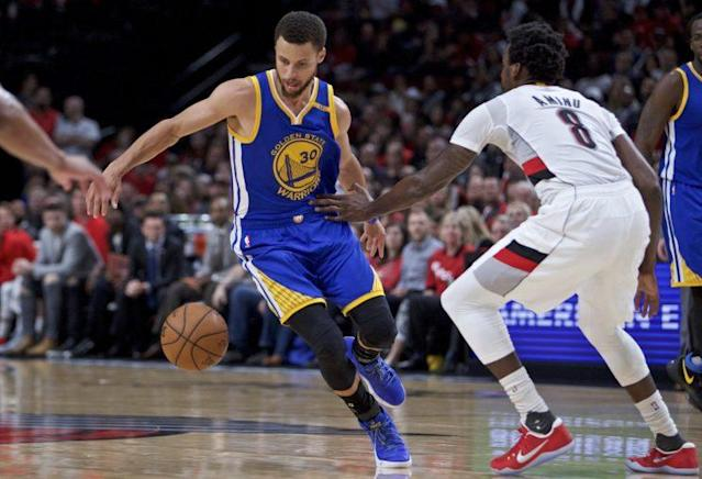 "<a class=""link rapid-noclick-resp"" href=""/nba/players/4612/"" data-ylk=""slk:Stephen Curry"">Stephen Curry</a> led the Warriors to a thorough blowout to complete the sweep. (AP)"