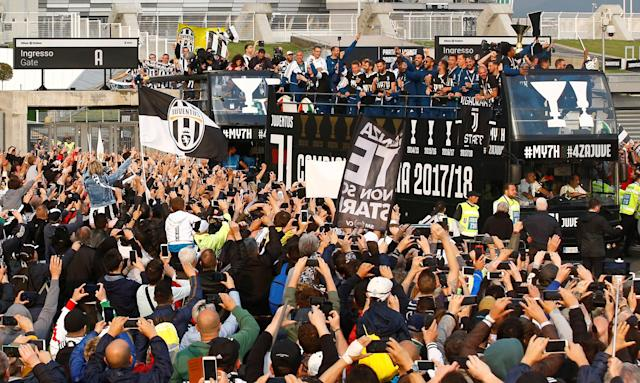 Soccer Football - Serie A - Juventus vs Hellas Verona - Allianz Stadium, Turin, Italy - May 19, 2018 General view of the Juventus players celebrating winning the league on board open top buses after the match REUTERS/Stefano Rellandini