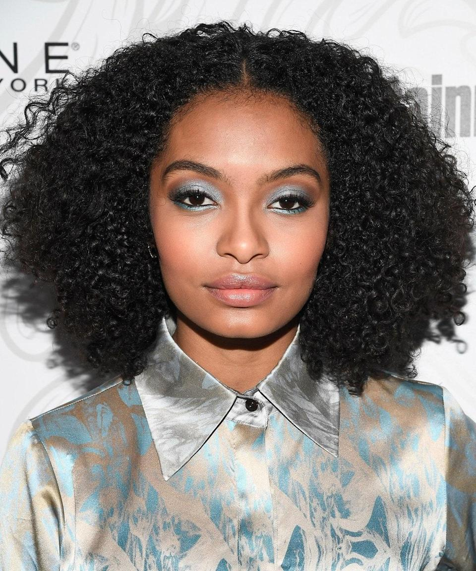 """Size does matter—and when it comes to curly hair, stylists agree that bigger is better. """"Together, the length and shape of the cut help to build really stunning volume for natural girls,"""" says <a href=""""https://www.mizani.com/"""" rel=""""nofollow noopener"""" target=""""_blank"""" data-ylk=""""slk:Mizani"""" class=""""link rapid-noclick-resp"""">Mizani</a> global artistic director and celebrity stylist <a href=""""https://www.instagram.com/cesar4styles/?hl=en"""" rel=""""nofollow noopener"""" target=""""_blank"""" data-ylk=""""slk:César Deleön Ramirêz"""" class=""""link rapid-noclick-resp"""">César Deleön Ramirêz</a>. On Yara Shahidi, her hair's soft, rounded shape sets this apart from your average lob."""
