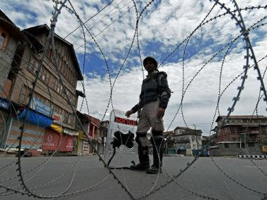 Four Kashmiri youths who wanted to cross LoC 'to join militancy' taken into police custody in Uri