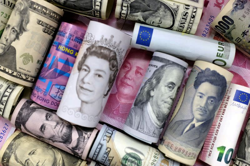 U.S. dollar softness to continue; Euro, yen best placed - PIMCO