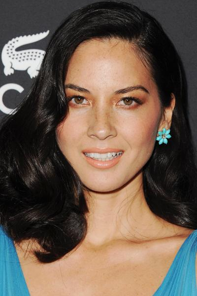 "<div class=""caption-credit"">Photo by: Getty</div><div class=""caption-title"">Side-Swept Curls</div>Try this glamorous trick to make your hair look twice as thick, as seen on Olivia Munn: After setting hair with a few hot rollers, pull one side over and secure it with bobby pins, so it's hidden below the hair that's hanging down. <br>"