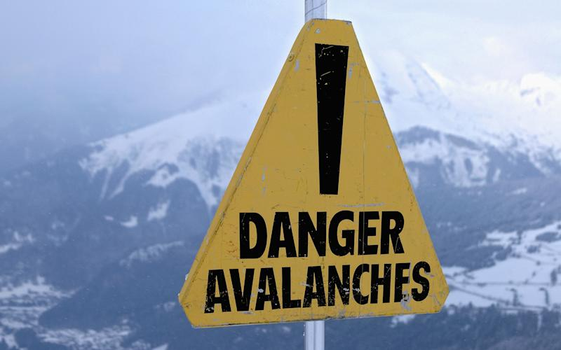 Check the latest avalanche reports from the mountains - (c) Andrew J L Holt www.andrew-holt.com VCI 44AH44