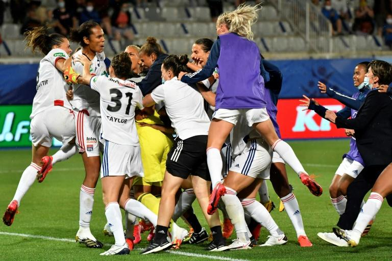Lyon lift Women's French Cup as Champions League warm-up