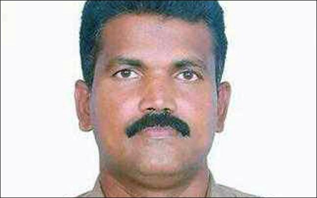 <p>A Chennai police inspector was shot dead while trying to nab robbers in Rajasthan's Pali district on Wednesday.</p>