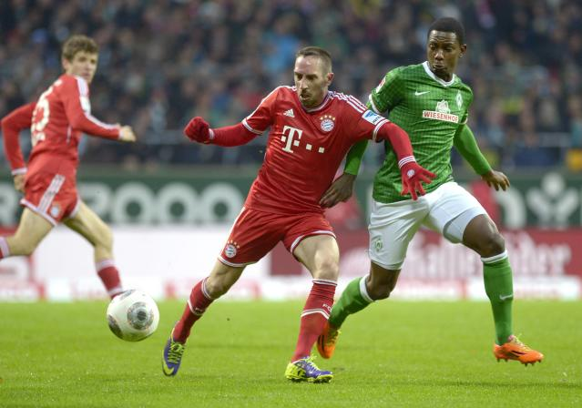 Werder Bremen's Cedric Makiadi (R) and Bayern Munich's Franck Ribery (C) fight for the ball during their German Bundesliga first division soccer match in Bremen, December 7, 2013. REUTERS/Fabian Bimmer (GERMANY - Tags: SPORT SOCCER) DFL RULES TO LIMIT THE ONLINE USAGE DURING MATCH TIME TO 15 PICTURES PER GAME. IMAGE SEQUENCES TO SIMULATE VIDEO IS NOT ALLOWED AT ANY TIME. FOR FURTHER QUERIES PLEASE CONTACT DFL DIRECTLY AT + 49 69 650050