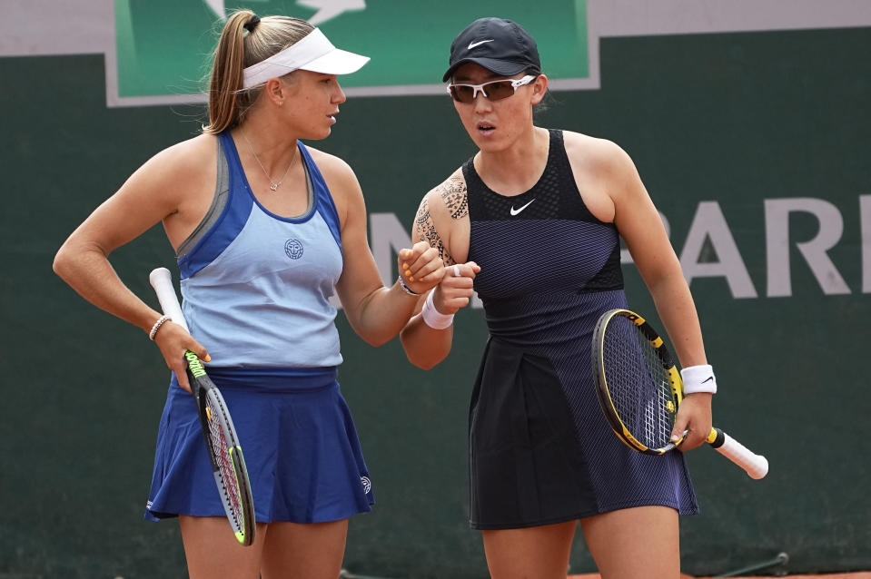 EllenPerez of Australia, left, and Saisai Zheng of China prepare to play against Venus Williams and Coco Gauff of the United States in a first round women's doubles match day four of the French Open tennis tournament at Roland Garros in Paris, France, Wednesday, June 2, 2021. (AP Photo/Michel Euler)