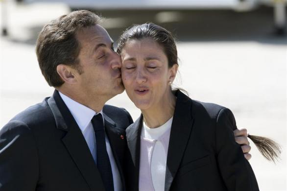 France's President Nicolas Sarkozy (L) kisses French-Colombian politician Ingrid Betancourt on arrival at Villacoublay military airport in Paris July 4, 2008. Betancourt, three Americans and 11 other hostages held for years in jungle captivity were rescued from leftist guerrillas by Colombian troops posing as aid workers.