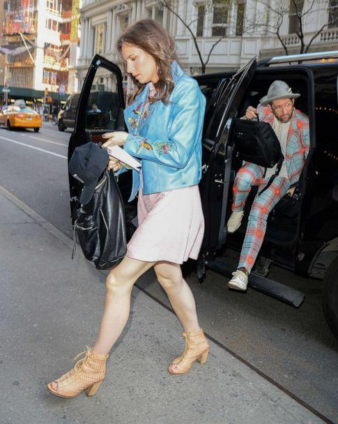 PHOTO: Amanda Knox and Chris Robinson are seen leaving 'Good Morning America,' May 2, 2018, in New York. (Raymond Hall/Getty Images )