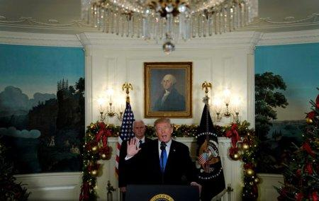 U.S. President Donald Trump, flanked by ‪Vice President Mike Pence‬, delivers remarks recognizing Jerusalem as the capital of Israel at the White House in Washington, U.S. December 6, 2017. REUTERS/Jonathan Ernst