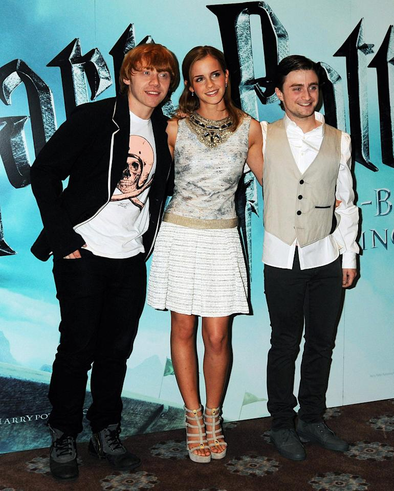 """<a href=""""http://movies.yahoo.com/movie/contributor/1802866082"""">Rupert Grint</a>, <a href=""""http://movies.yahoo.com/movie/contributor/1802866081"""">Emma Watson</a> and <a href=""""http://movies.yahoo.com/movie/contributor/1802866080"""">Daniel Radcliffe</a> at the London photocall for <a href=""""http://movies.yahoo.com/movie/1809791044/info"""">Harry Potter and the Half-Blood Prince</a> - 07/06/2009"""