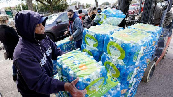 PHOTO: Donated water is distributed to residents, Feb. 18, 2021, in Houston, after a winter storm froze pipes and disrupted water treatment plants. (David J. Phillip/AP)