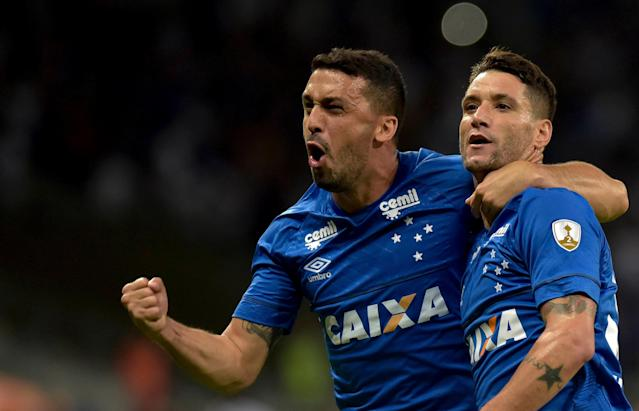 Soccer Football - Brazil's Cruzeiro v Chile's Universidad de Chile - Copa Libertadores - Mineirao stadium, Belo Horizonte, Brazil - April 26, 2018. Thiago Neves of Cruzeiro celebrates his goal against Universidad de Chile with teammate Edilson. REUTERS/Washington Alves