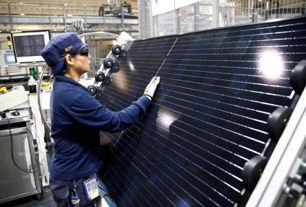 FILE PHOTO: An employee makes a final inspection on panels during a tour of an REC solar panel manufacturing plant in Singapore, May 5, 2017. REUTERS/Edgar Su/File Photo