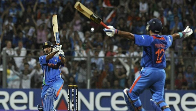 Mumbai Police Uses Picture of MS Dhoni's Winning Shot From 2011 World Cup Final to Urge People to Stay Indoors Amid Coronavirus Outbreak, Tweets 'India, Let's Finish Off in Style'