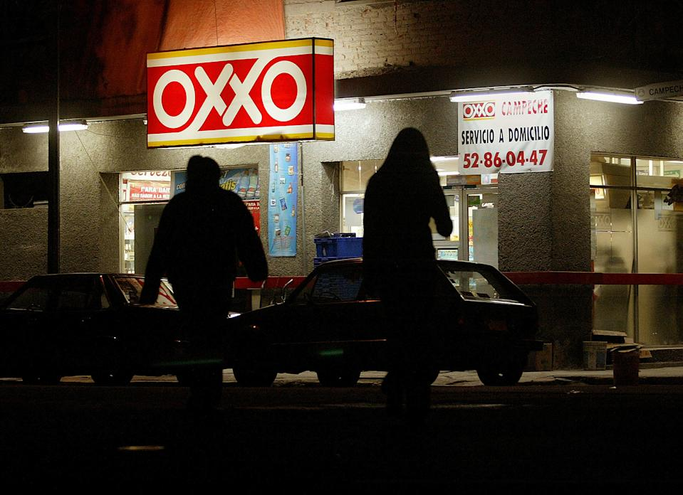 An Oxxo convenience store attracts late night customers in Mexico City, July 30, 2003. Oxxo is part of a nationwide chain open 24 hours every day. REUTERS/Henry Romero/BIZFEATURE-MEXICO-RETAIL  HR