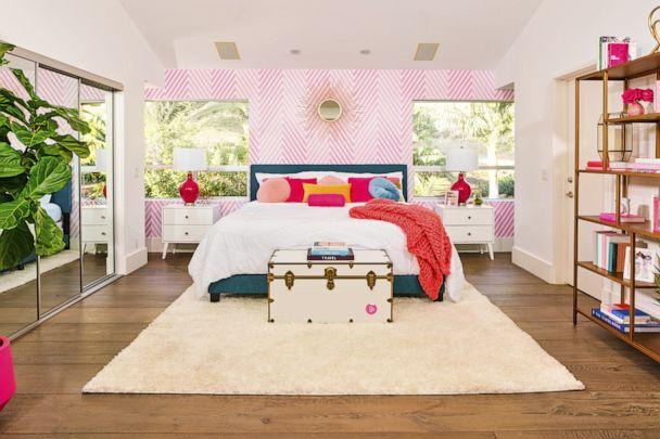 PHOTO: A bedroom at the Airbnb 'Barbie Dreamhouse.' (Airbnb)