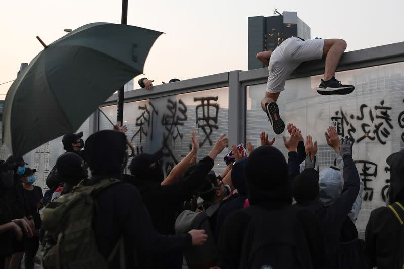 """People join """"Lest We Forget"""" rally in Hong Kong"""