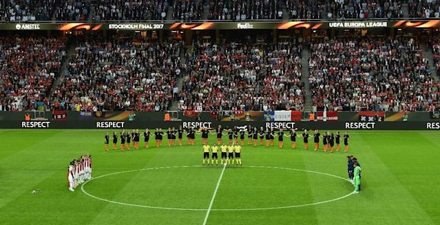 Stockholm's Friends Arena stadium observes a minute's silence for the victims of the bomb attack in Manchester prior to the UEFA Europa League final football match between Ajax Amsterdam and Manchester United on May 24, 2017 (AFP Photo/Janek SKARZYNSKI)